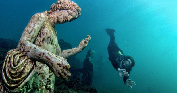 5. Mergeti la scufundari si explorati orasul Parco Sommerso di Baia