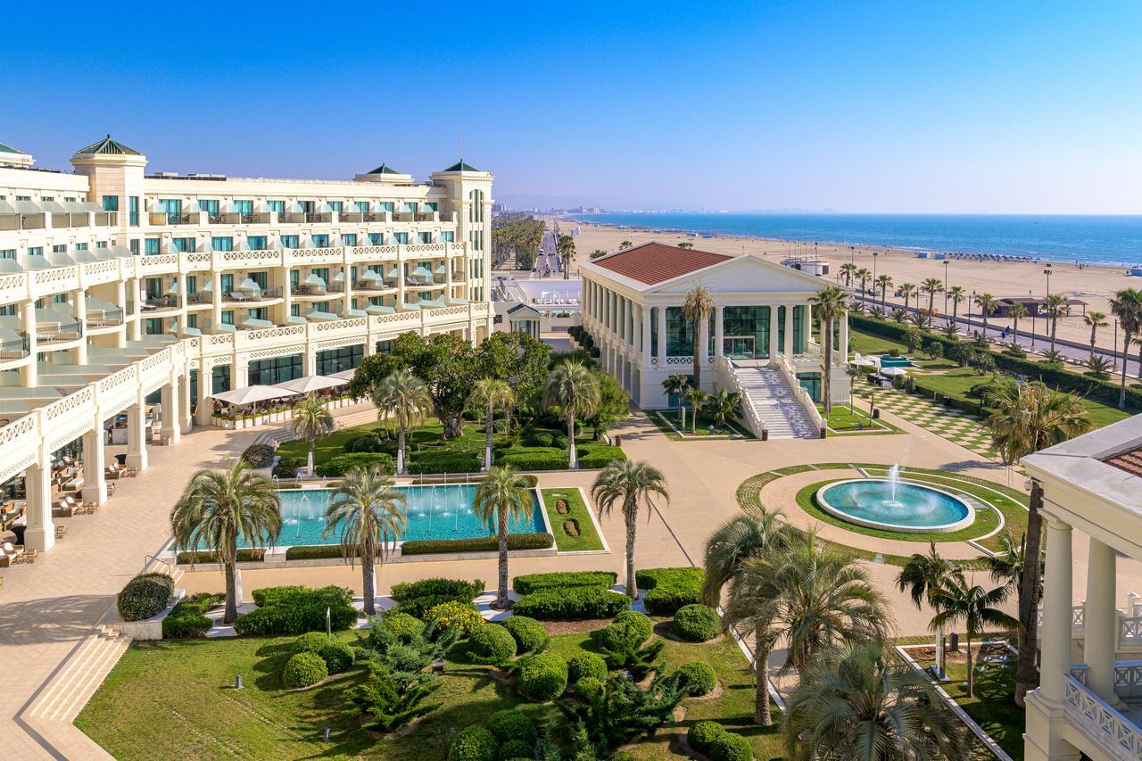 Stati o noapte la Hotelul Las Arenas Balneario Resort