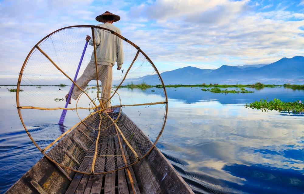 Urmariti metodele lor traditionale de pescuit