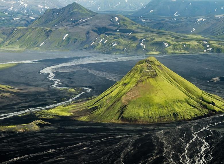 Vizitati vulcanul Maelifell din parcul ghetar Myrdalsjokull